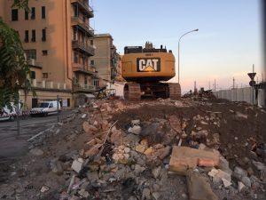 Demolizione struttura prefabbricata e casa adiacente supermercato Dimeglio
